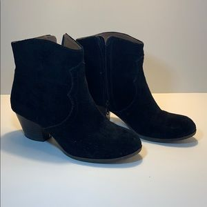Lucky black booties with heel size 7